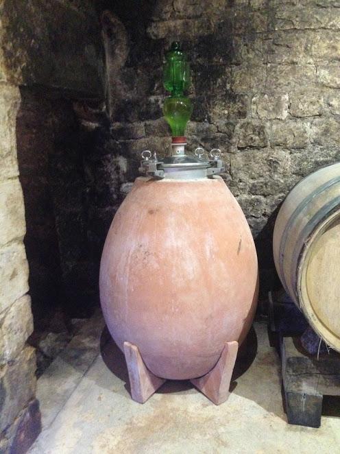 elevage de vin en fût terre cuite domaine Goisot